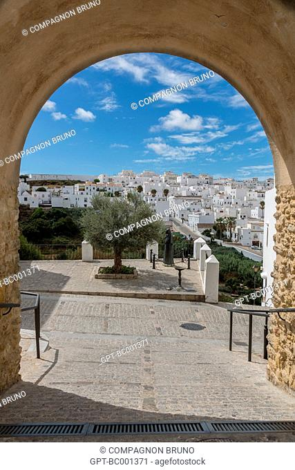 VIEW OF VEJER DE LA FRONTERA, COSTA DEL SOL, THE SUNNY COAST, ANDALUSIA, SPAIN