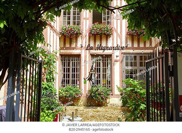 La Mignardise restaurant, Rue de la Madeleine, Troyes, Champagne-Ardenne Region, Aube Department, France, Europe