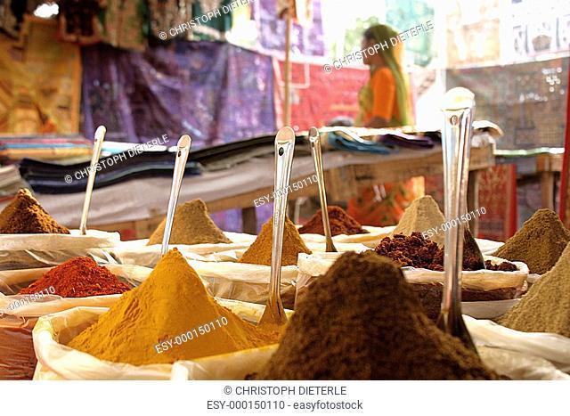 Gewürze auf indischem Markt