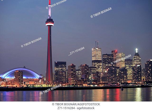 Canada, Ontario, Toronto, Skydome Rogers Centre, CN Tower, downtown skyline