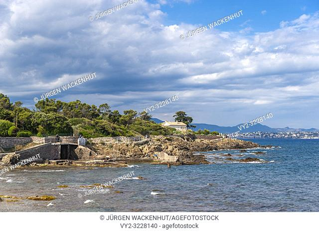 Landscape on the coastal path, Saint-Aygulf, Var, Provence-Alpes-Cote d`Azur, France, Europe
