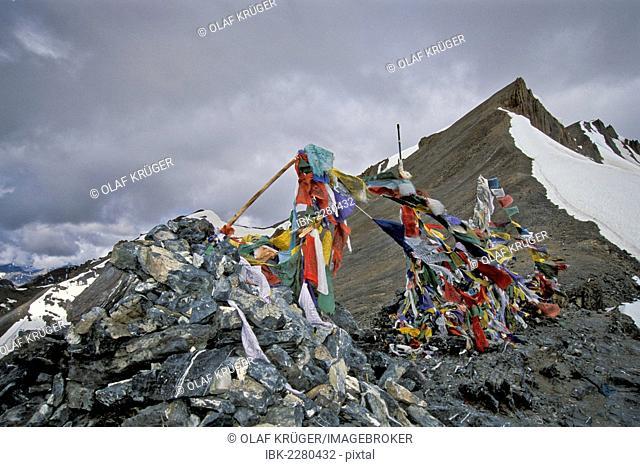 Prayer flags, Parang La or Parang Pass, 5580m, Kibber-Karzok-Trail, Himachal Pradesh, Indian Himalayas, North India, India, Asia