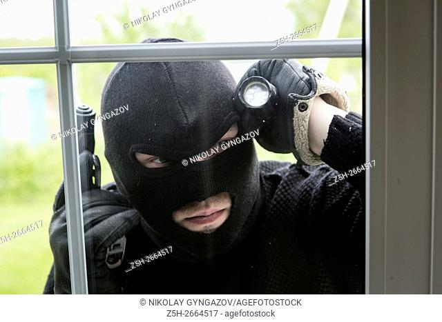 Russia. Robbery apartment armed criminals