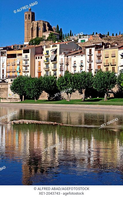 Gothic Church of Santa Maria and river Segre, Balaguer, Catalonia, Spain