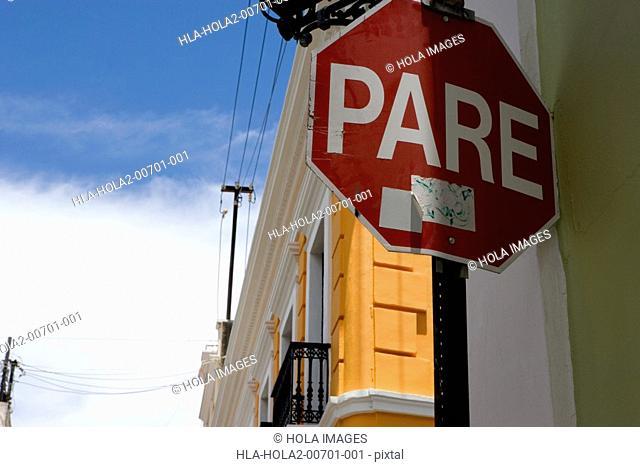 Stop sign, Spanish