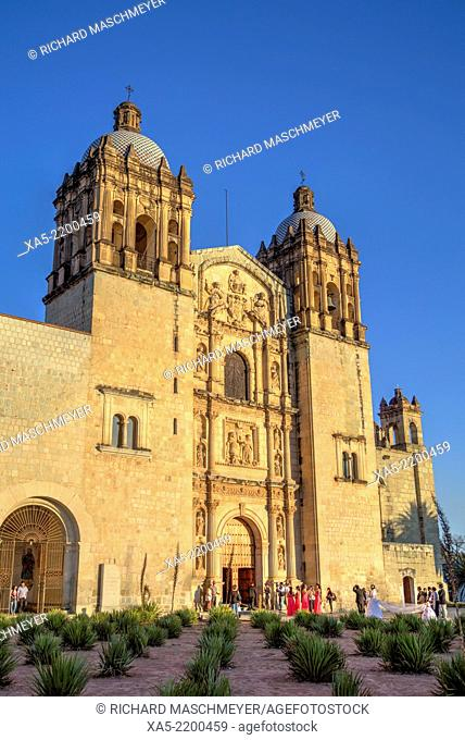 Santo Domingo de Guzman Church, began in 1570, wedding party, Oaxaca City, Oaxaca, Mexico