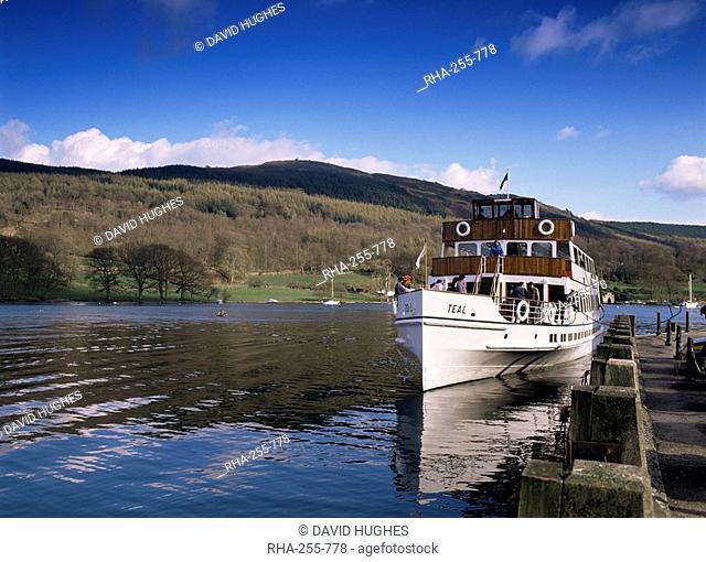 Steamer on Lake Windermere, Lake District National Park, Cumbria, England, United Kingdom, Europe