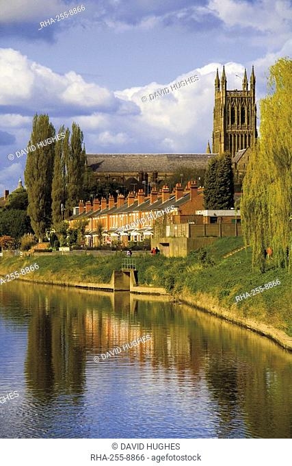 The city of Worcester and River Severn, Worcestershire, England, United Kingdom, Europe