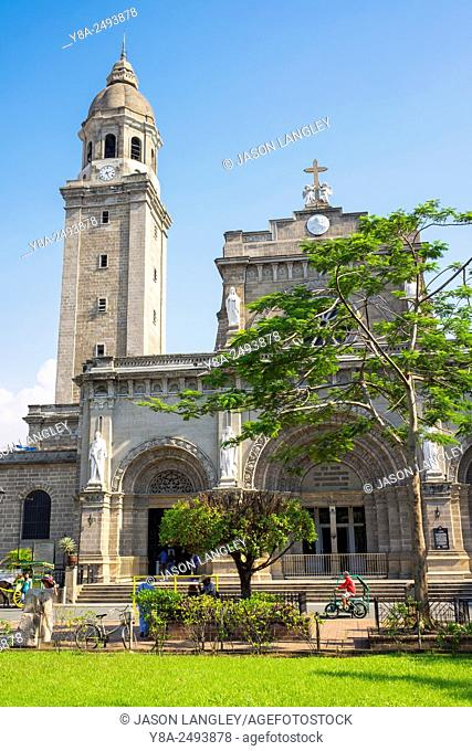 Plaza Roma and Manila Cathedral in Intramuros historic district, Manila, National Capital Region, Philippines
