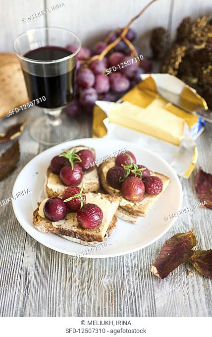 Roasted red grapes on slices of buttered bread