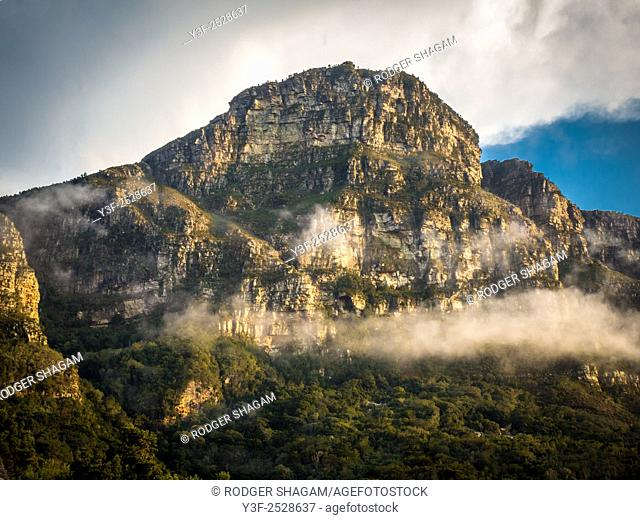 The towering Maclears peak above the Cape Peninsula