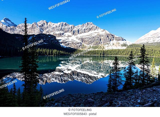 Canada, British Columbia, Yoho Nationalpark, Lake O'Hara with mountains