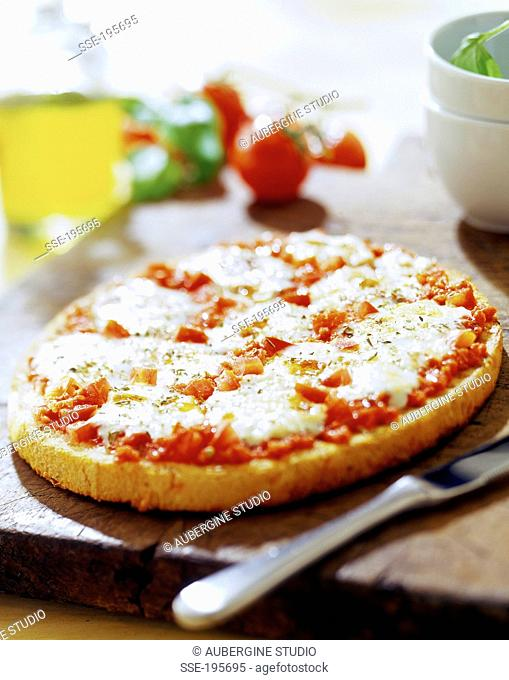 Cheese-tomato pizza