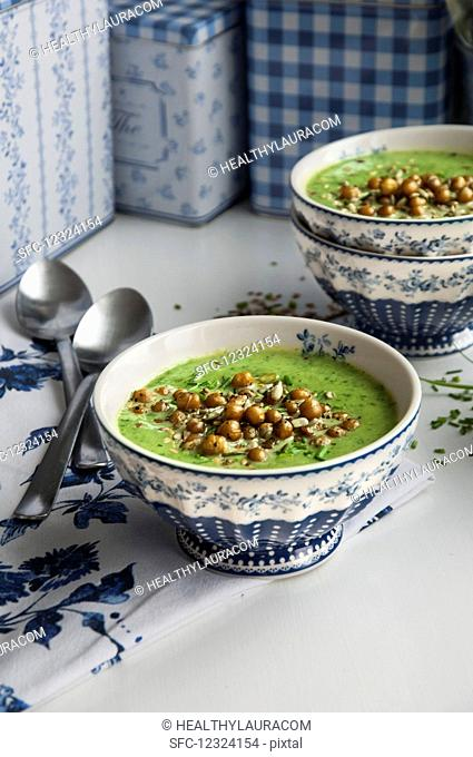 Cream of spinach soup with chickpeas