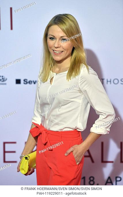 Anna EWELINA (actress), single image, single cut motif, half figure, half figure. Red Carpet, Red Carpet, Arrival. Cinema premiere DER FALL COLLINI on 11