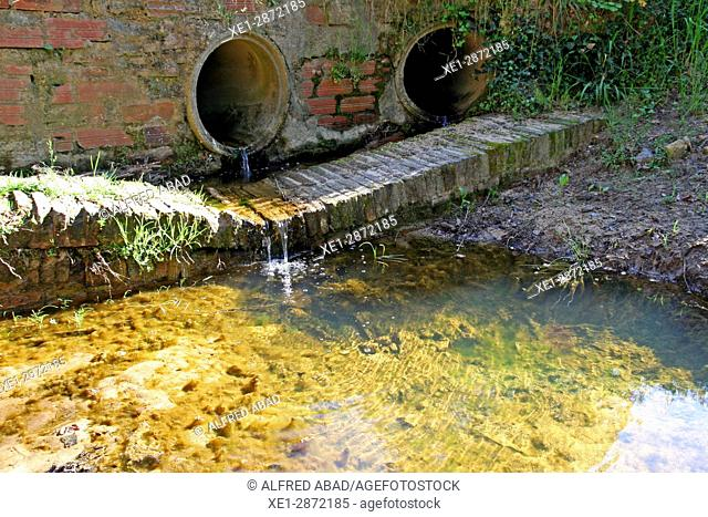 Channeling the stream, Can Vilallonga, Les Gavarres, Catalonia, Spain