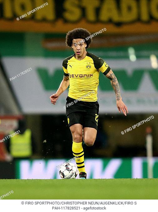 firo: 01.03.2019, football, 1.Bundesliga, season 2018/2019, FC Augsburg - BVB, Borussia Dortmund, single action, Axel WITSEL, BVB Borussia Dortmund, full figure