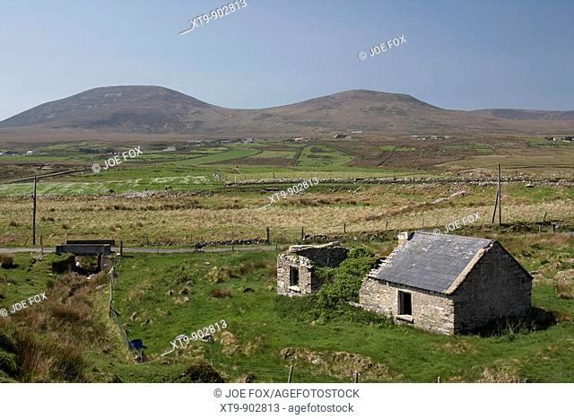 old abandoned irish slate roof cottage in wild countryside county mayo republic of ireland