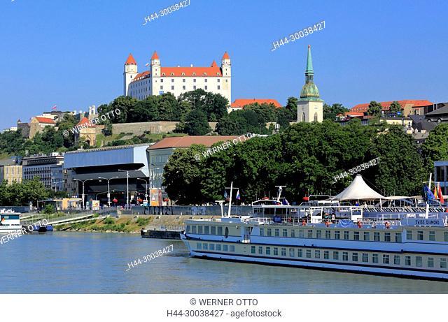 Slowakische Republik, Slowakei, Westslowakei, Bratislava, Pressburg, Hauptstadt, Donau, Kleine Karpaten, Burg Bratislava auf dem Burgberg und Martinsdom
