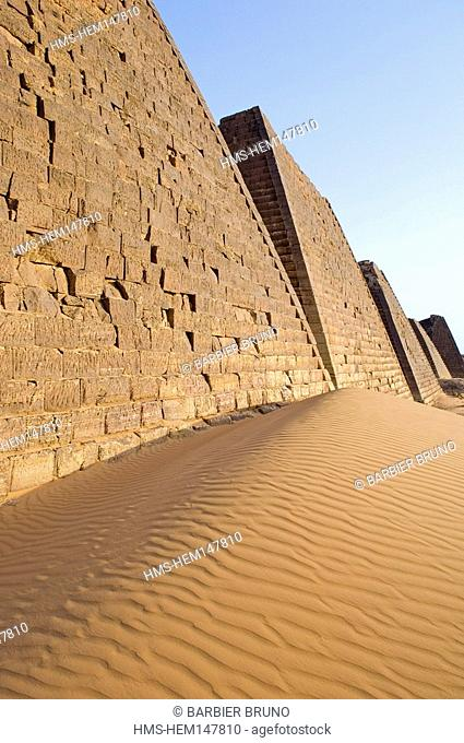 Sudan, pyramids Meroe, Kingdom of Meroe existed in 1200 years, only to continue in the shape of the Kingdom of Nubia 1100 years