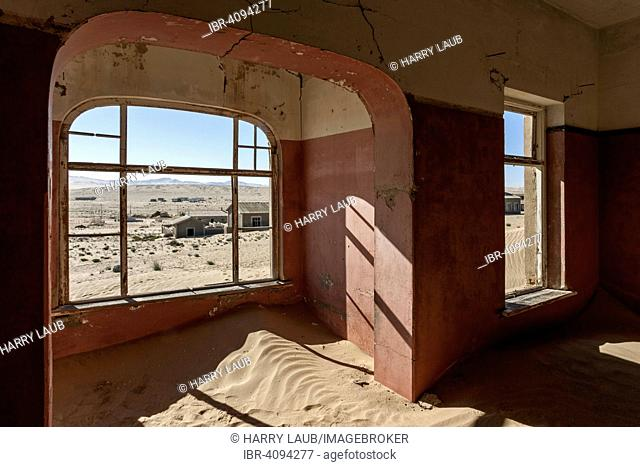 Room in a house now covered with sand, the former diamond town, now a ghost town, Kolmanskop, Kolmannskuppe, near Lüderitz, Namibia