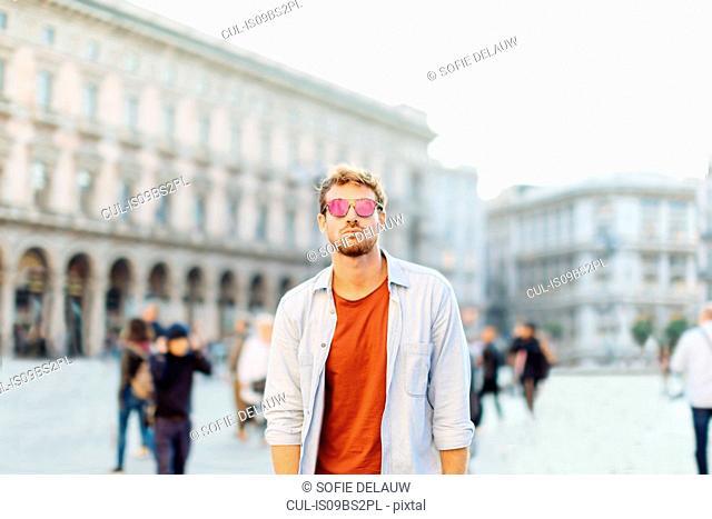 Man sightseeing, Piazza del Duomo, Milan, Italy