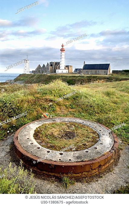 Anti-aircraft battery of the Second World War, in Pointe de Sant-Mathieu, with its ruins of a benedictine abbey  Finisterre department  Brittany region  France