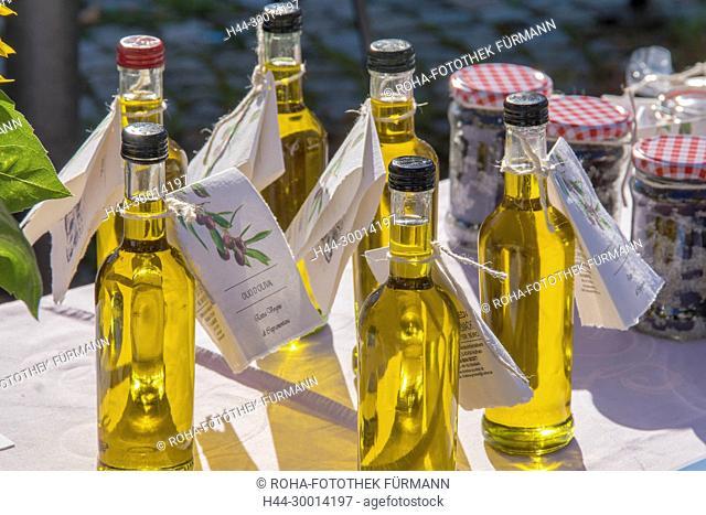 Wochenmarkt in Anger auf dem Dorfplatz, Olivenöl