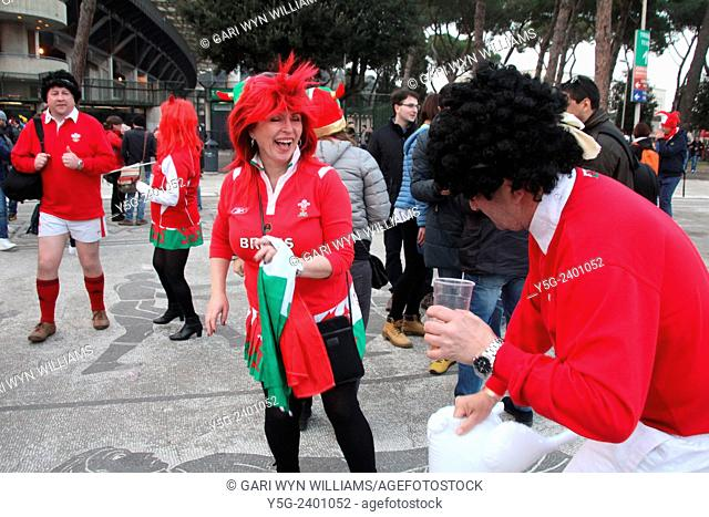 2015 six nations rugby welsh fans in rome for italy v wales