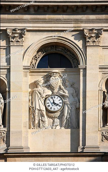 France, ile de france, paris 5e arrondissement, boulevard saint michel, universite de la sorbonne, chapelle, dome, sculptures, horloge, facade