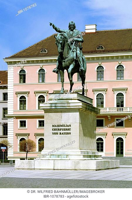 Equestrian monument to Maximilian I, Elector of Bavaria, by B. Torwaldsen, cast by Stieglmaier, in front of the Siemens headquarter, Wittelsbacher square