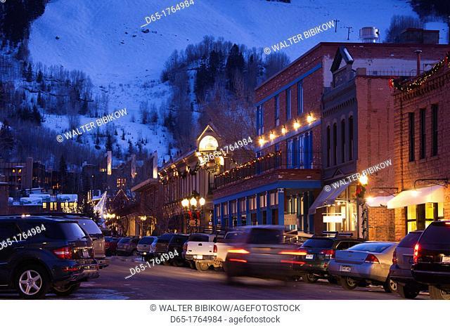 USA, Colorado, Aspen, downtown traffic, dusk