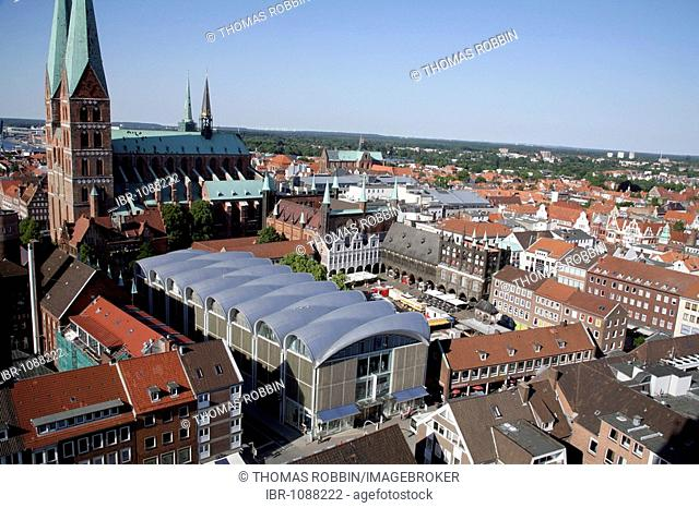 Town Hall at the market square, Petrikirche, St. Petri Church, Peek + Cloppenburg department store, Luebeck, Schleswig-Holstein, Germany, Europe