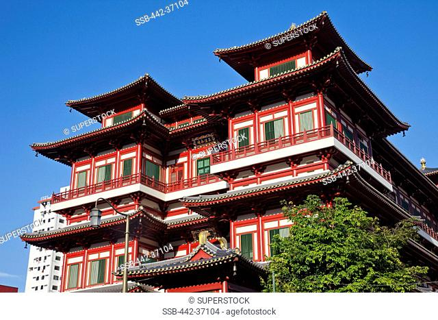 Low angle view of a building, Buddha Tooth Relic Temple and Museum, Chinatown, Singapore