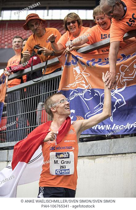 Winner Martin GRAU, LSC Hoechstadt / Aisch, 1st place on the lap of honor, gossip fans, final 3000m obstacle of the men on 21.07.2018