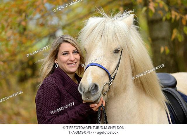 woman with Icelandic horse