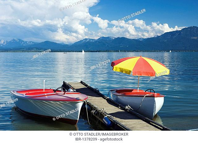 Paddleboats off Gstadt, Chiemsee lake, Chiemgau, Upper Bavaria, Bavaria, Germany, Europe