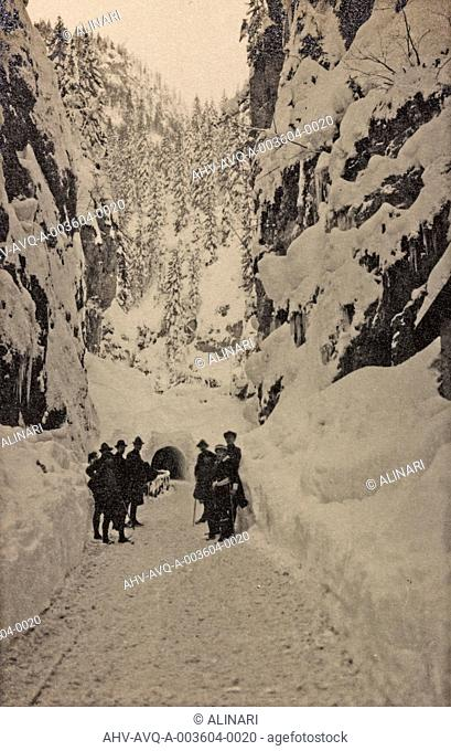Album Visions of War 1915-1918: Italian alpine front of a tunnel in the mountain, shot 1915-1918 by Aragozzini, Vincenzo