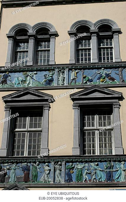 Temple Bar Essex Quay bulding with elaborate frieze