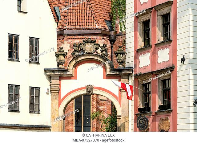 Poland, Wroclaw, old town, Hansel and Gretel, Altaristenhäuser (vicar houses) with arch
