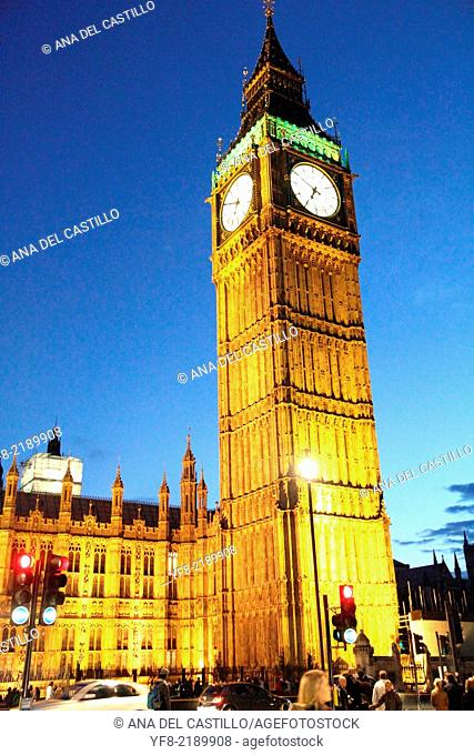 Big Ben and House of Parliament at dusk