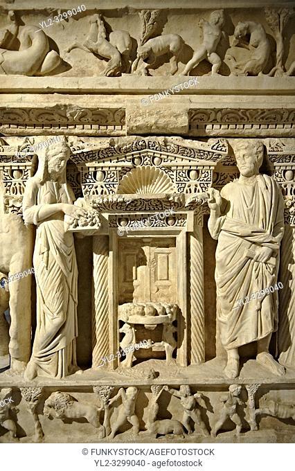 Sidamara Sarcophagus, a 2nd century marble Roman sarcophagus from Ambararasi (Konya) Turkey. Istanbul Archaeology Museum, Inv 1179T Cat. Mendel 112