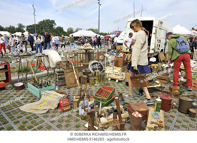 France, Nord, Lille, braderie 2017, sellers in the car park of the citadel