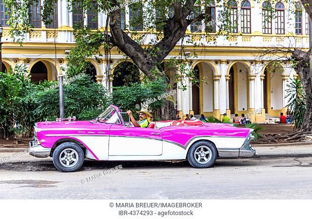 Oldtimer taxi on the streets of Havana, Havana, La Habana, Cuba, Republic of Cuba, Greater Antilles, Caribbean