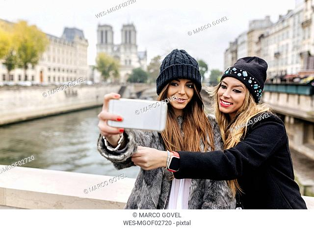 France, Paris, tourists taking selfie with cell phone
