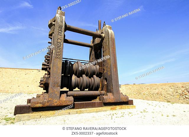 Detail of a Machine press in the courtyard of the Fortezza Medicea - Piombino, Italy