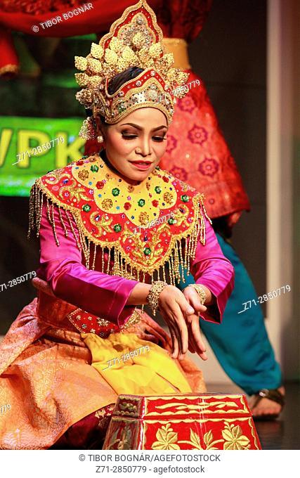 Malaysia, Kuala Lumpur, cultural show, traditional dance, dancer,