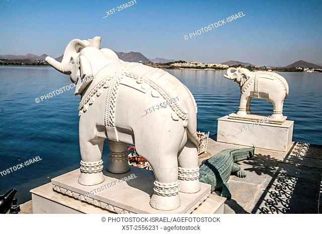 India, Rajasthan, Udaipur cityscape from Jag Mandir palace in lake Pichola