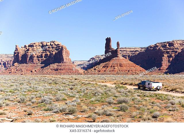 Tourist Vehicle, Valley of the Gods, Bears Ears National Monument, Utah, USA