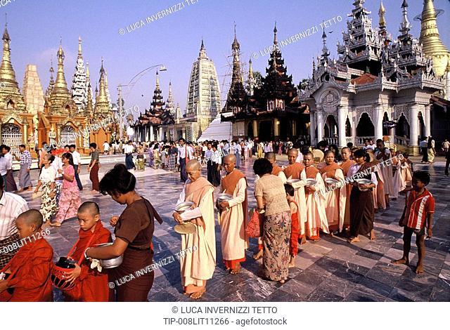 Myanmar Burma, Yangon, Shwedagon Pagoda, buddhist ceremony
